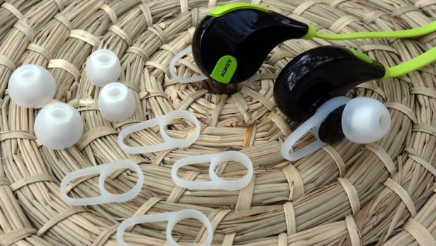 aukey-bluetooth-sport-headphones-1